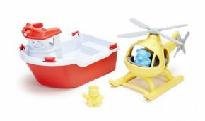 Green toy boot met heli