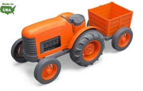 Green toy tractor oranje